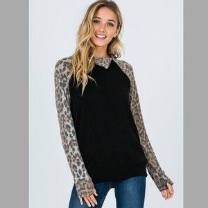 Tops - NEW! 🌟Leopard Print Sweatshirt